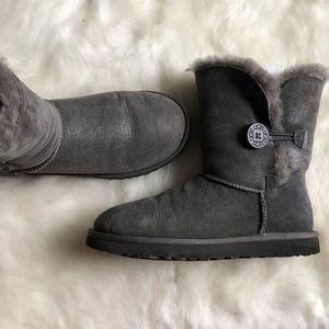 Ugg Bailey Button gray boots 7 shine